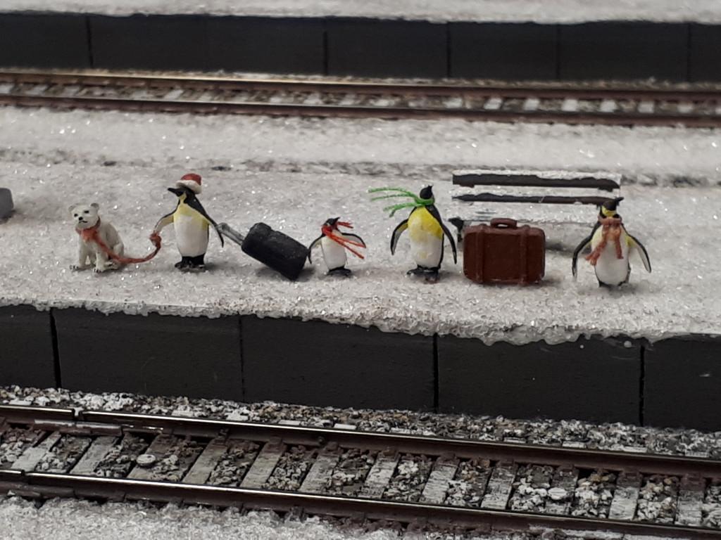Minatur Wunderland Pinguine am Bahnsteig