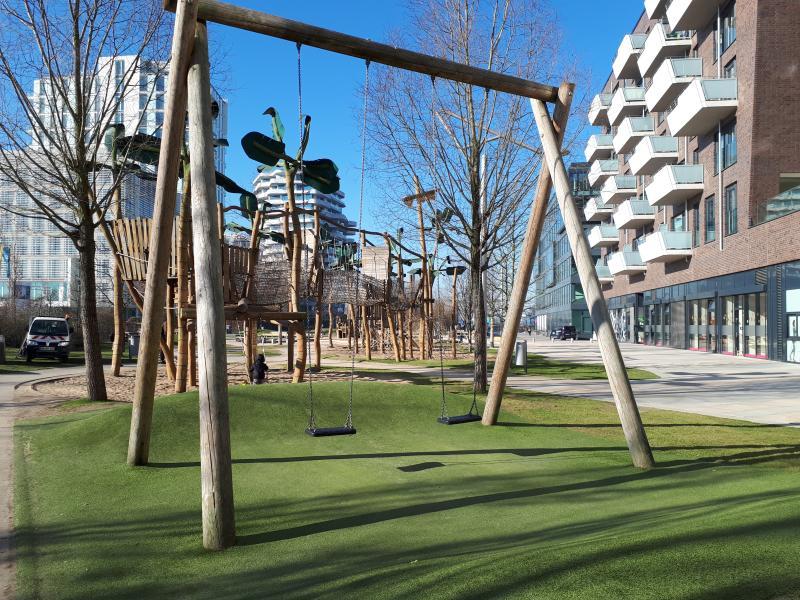 Spielplatz Grasbrookpark Hamburg Schaukeln