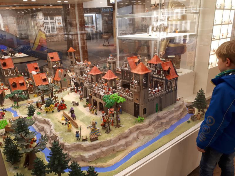 Spielewelten Ausstellung Kiekeberg Ausflüge mit Oma und Opa Tipp