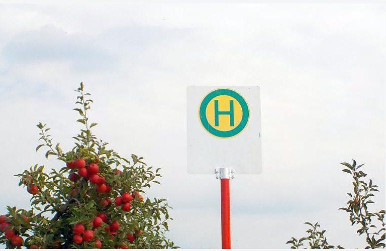 Haltestelle Apfelexpress Apfelplantage Jork