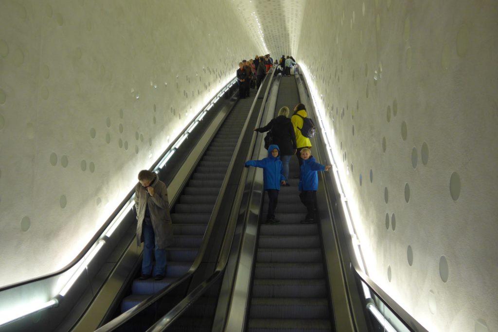 Elbphilharmonie mit Kindern Rolltreppe Tube